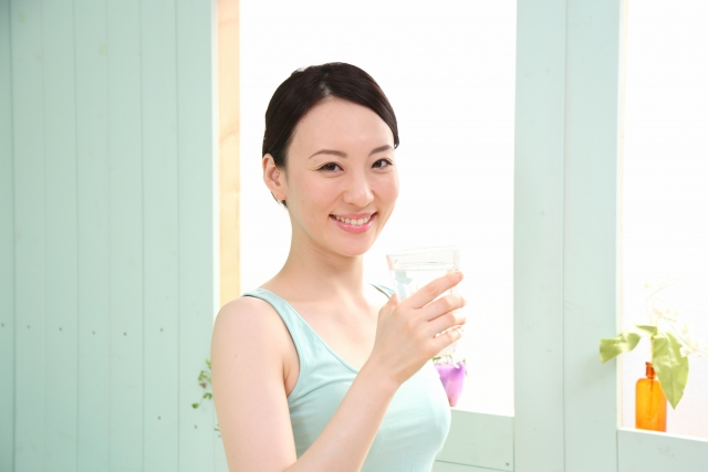 朝 コップ一杯の水分摂取