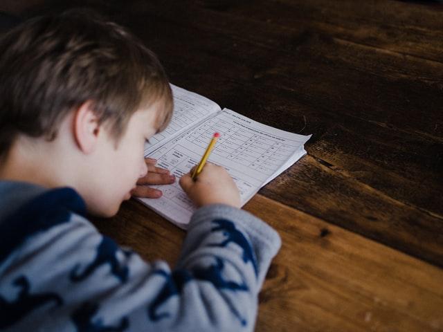ドイツ コロナ 子供 自宅学習課題
